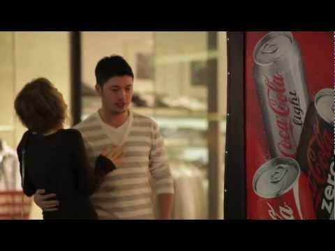 Guerrilla Marketing - Coca-Cola Happiness Machine For Couples