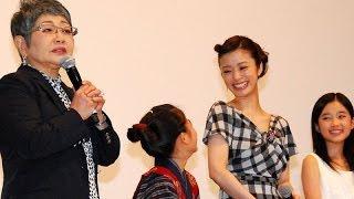 女優の上戸彩さんが10月12日、東京都内で行われた映画「おしん」(冨樫...
