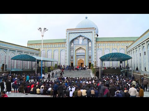В Таджикистане после двухнедельного перерыва открылись мечети