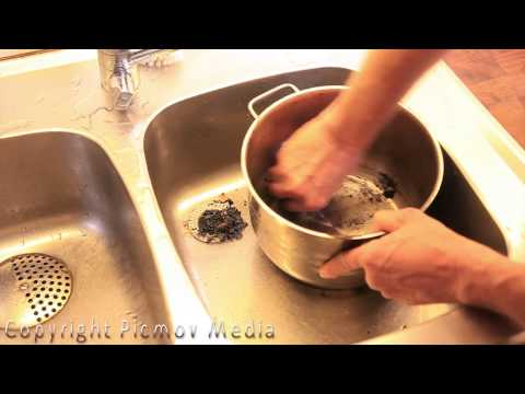 DIY Easiest and Fastest Way to Clean a Burnt Pan
