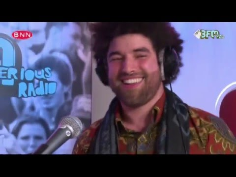 Rilan and the Bombardiers - 'Walking on Fire'   Dit Is Domien   3FM