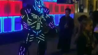 Robô de Led - Grand Lion Limousines e Festa no Bus