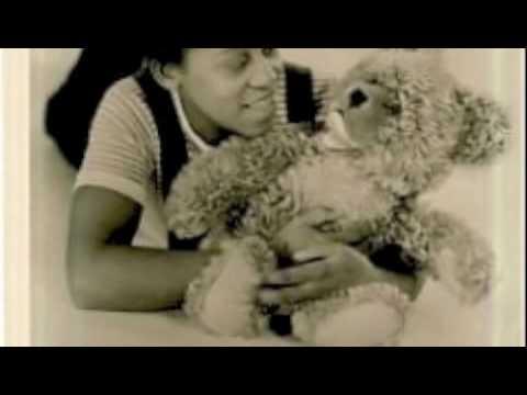 Leila Negra sings: Schuster, bleib bei deinem Leisten The Little Shoemaker Le Petit Cordonnie