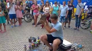 Парень рисует картину баллончиками(Парень создает потрясающие картины с помощью баллончиков всего за пару минут! Украина, Одесса, думская..., 2016-07-31T21:36:20.000Z)