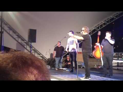 Collective Soul walks off stage in Des...