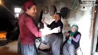 Düğün Ekmeği Yaparken Köylü Kadınlar Bakın Nasıl Oynuyorlar