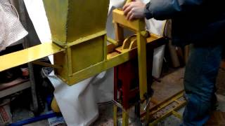 Пресс для топливных брикетов.(Производство: Данное устройство позволяет производить до 1000 брикетов в день (8 часов), размером 58*90(100)*120..., 2014-11-17T15:15:14.000Z)