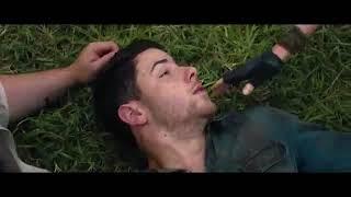 Алекса кусает комар, Бетани отдает свою жизнь Алесу   Джуманджи зов джунглей момент 31