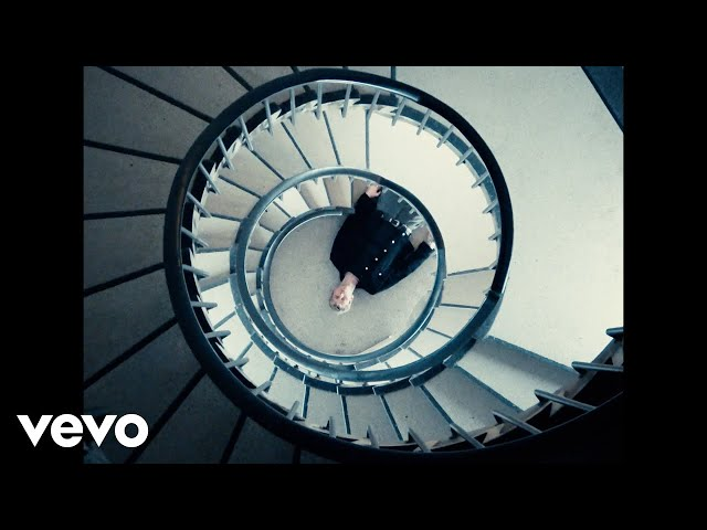 Machine Gun Kelly - 5:3666 (feat. phem) [Official Music Video]