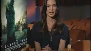 Blond Odette Yustman habla en español sobre Cloverfield