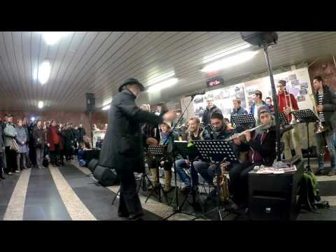 Prague JJ Conservatory Big Band - Hudba v metru