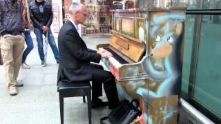 Piano at Saint Pancras impro Coldplay and Radiohead