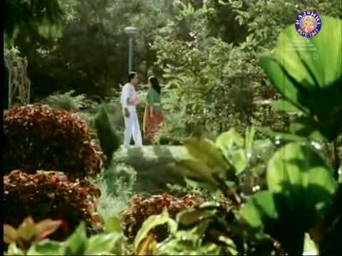 Kamal Haasan & Vijayashanti in Nooru Mutham - Indiran Chandiran