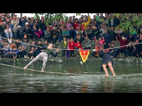 Từ bé đến lớn mới được xem trò chơi đu dây qua sông phê như vậy   Rope swing water