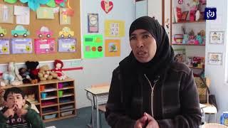 أم ماهر تعلمت لغة الإشارة وتصميم المناهج ذاتيا لتعليم ابنها