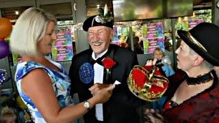 Фронтовая мечта сбылась: австралиец отметил 100 лет в окружении 100 женщин (новости)
