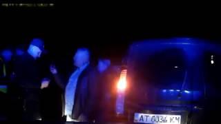 У Рожнятівському районі жінка вчинила ДТП з патрульним автомобілем(, 2017-04-20T17:34:01.000Z)