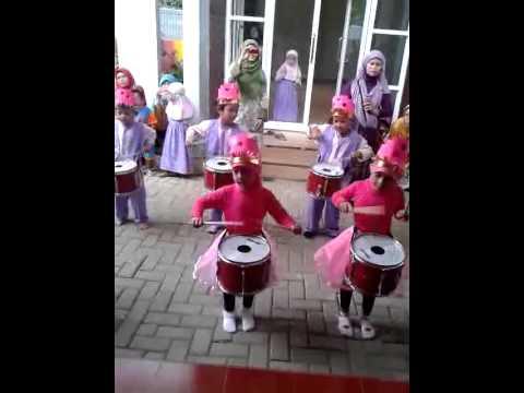 RA. Madinatul Ulum drum band
