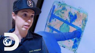 Guarda intercepta mala abandonada com objeto suspeito | Controle de Fronteiras | Discovery Brasil