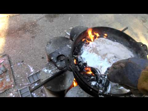 Smelting Wheel Weights. Skimming clips and slag