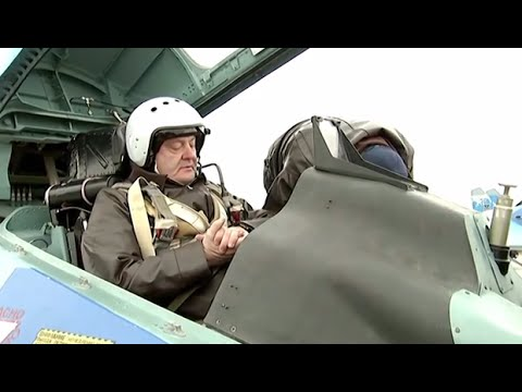 Ukraine: President Poroshenko flies aboard a SU-27 fighter jet