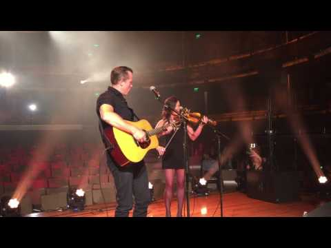 "Jason Isbell & Amanda Shires Perform ""Cover Me Up"" at Country Music Hall of Fame"