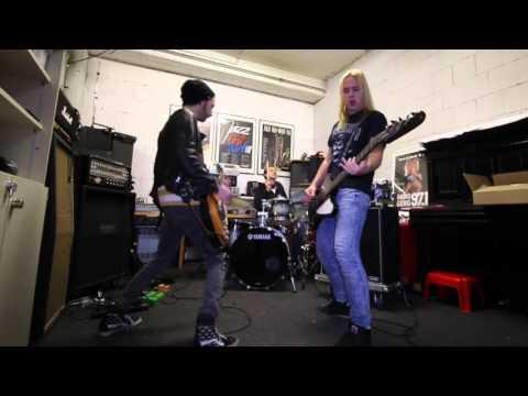 Der längste Rocksong aller Zeiten - Make Rock not War