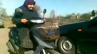 78 летняя бабушка на скутере