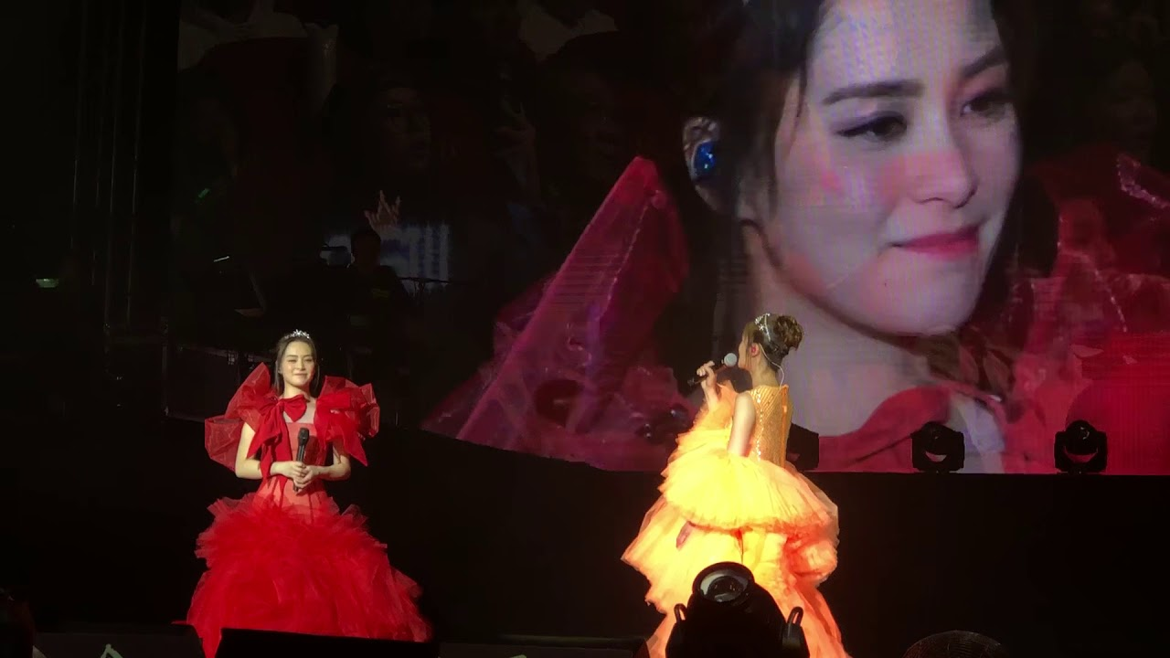 Twins LOL 世界巡迴演唱會澳門站 為阿嬌唱生日歌 - YouTube
