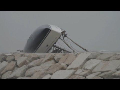 Tragico naufragio al porto di Rimini, un morto e tre dispersi. Due marinai sono stati salvati