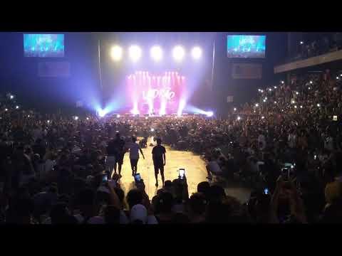 Bate- cabeça no show do rapper Djonga