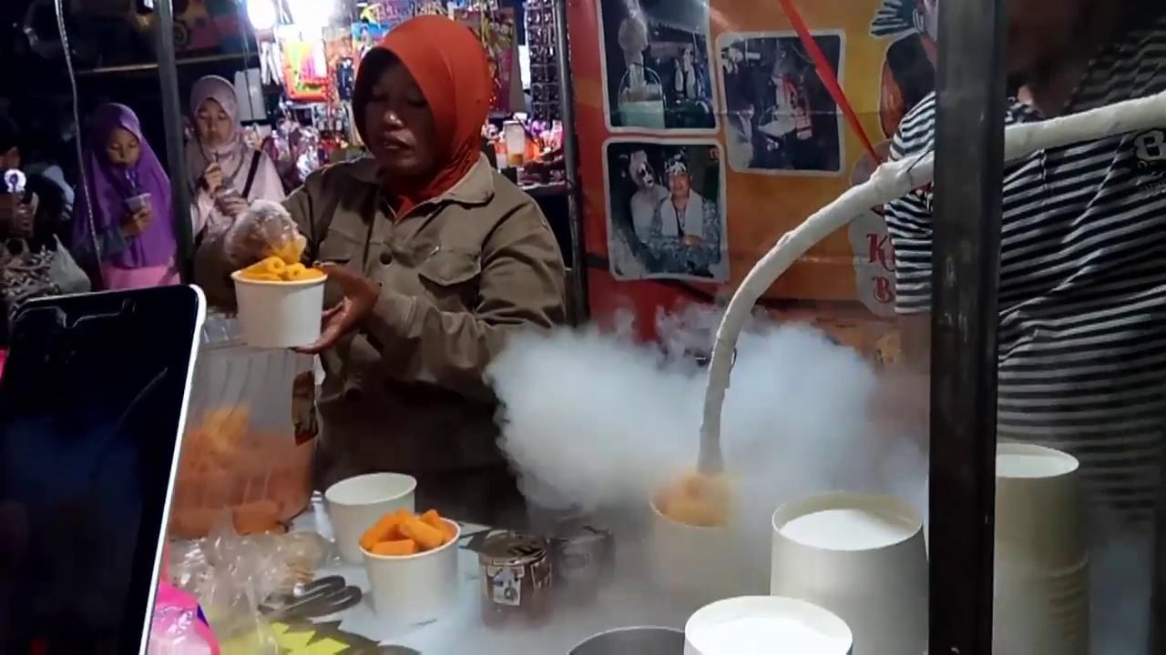Es Krim Asap Pasar Malam Indonesian Liquid Nitrogen Ice Cream