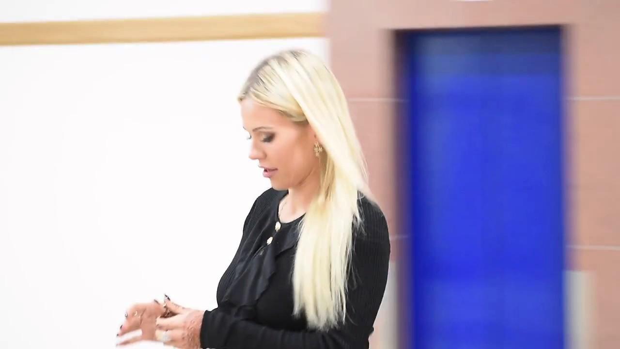 Zamyślona Doda w skórzanej spódnicy w sądzie. Nawet nie spojrzała na Emila…