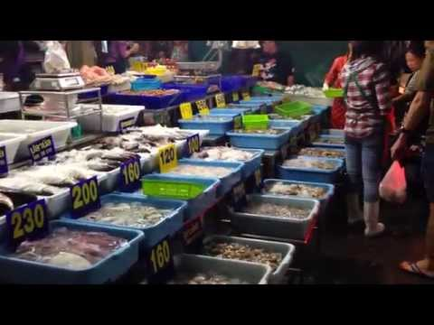 Muang Mai Night Market-Best place for fresh fruit, vegetables and meat