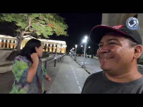 Caminando a media noche en centro de San Salvador   El pata de chucho