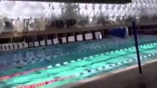 L'effet d'un tremblement de terre de magnitude 7.2 au Mexique dans une piscine
