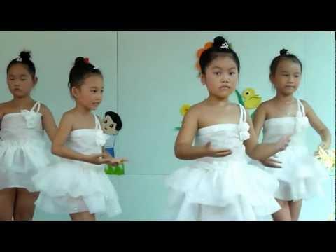 Lá 2 múa Trọn niềm kính yêu - mầm non Hoa Hồng Đỏ quận 9