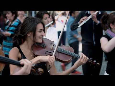 Azerbaijan Student Network - Mozart flash mob in Prague