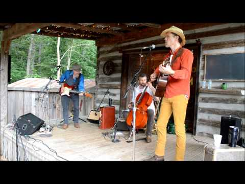 "Jonathan Byrd and the Pickup Cowboys at Doodad Farm performing ""Working Offshore"""