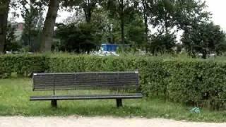 Bankje in het park ~ Debbie Schigt