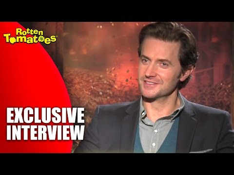 The Hobbit's Richard Armitage Reveals What Peter Jackson is REALLY Like - Interview (2013)