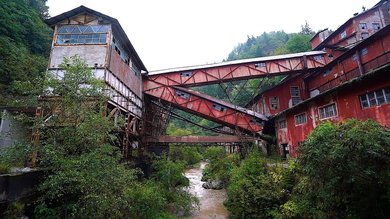 Hidden Mine Shaft In Abandoned Valley ! ( Italy )