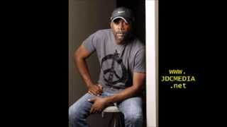 Watch Darius Rucker Be Wary Of A Woman video