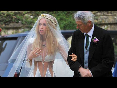 379daccf5e967 أسوأ 10 فساتين زفاف في العالم Écouter et Télécharger MP3 – Music2018 Top