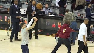 Kyle Korver hits 10 consecutive 3-pointers in warm-ups before his first game at The Q as a Cavalier