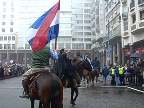 Caballada Artigas en Plaza Independencia - Montevideo