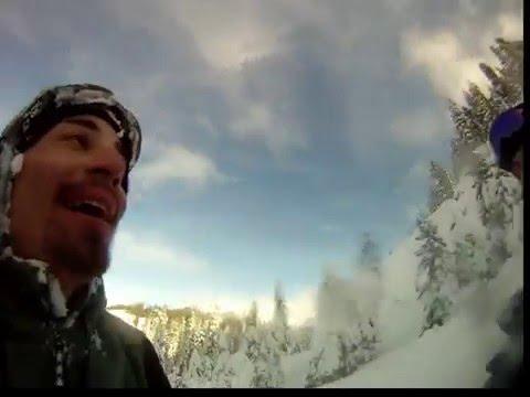 Un hombre provocó una avalancha con su snowboard y la grabó con su Go Pro