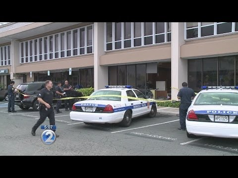 Car crashes into Bank of Hawaii in East Oahu