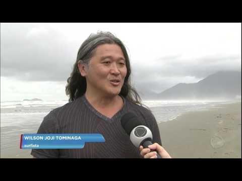 Surfista é resgatado após passar 14 horas perdido no mar