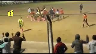 Fútbol femenino violento